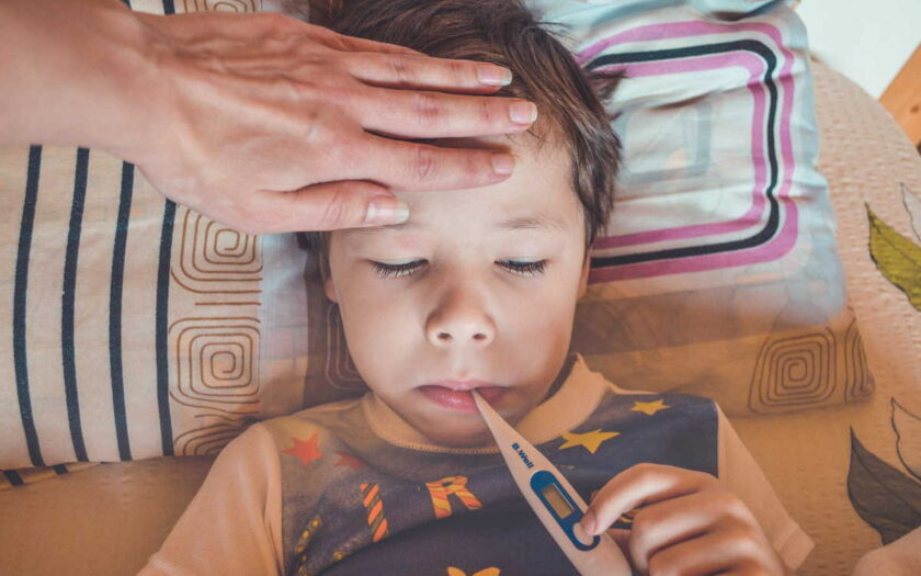 Ošetřovné (OČR) je za běžných podmínek ve výši 60% z hrubé mzdy (resp. redukovaného vyměřovacího základu). Během epidemie koronavirus se ošetřovné zvýšilo na 80% (od 12. 3. 2020 do 30. 6. 2020). Nárok na OČR je i po otevření školy nebo školky. Na ošetřovné mají nárok i živnostníci (OSVČ).