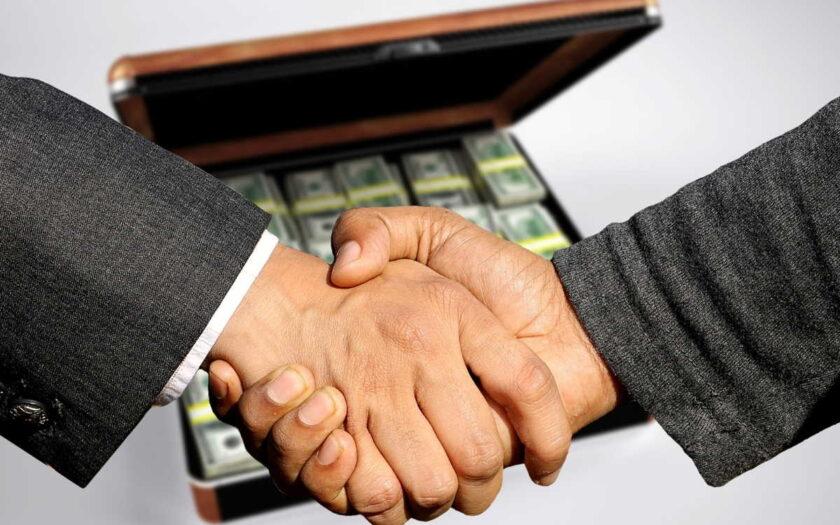 Jste na začátku podnikání a nemáte ještě daňové přiznání? Potřebujete krátkodobě půjčit peníze na zaplacení provozních výdajů spojených s podnikáním? Tato půjčka pro OSVČ, vám nabízí až 20 000 Kč do 10 minut. Bez složitého papírování, jednoduše přes internet.