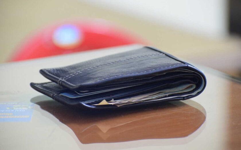 Nebankovní finanční společnost Provident, nabízí první půjčku skoro zdarma. Bez úroků a bez poplatků. Můžete zde dostat až 30 000 Kč na 11 měsíců a nic moc vás to nestojí. Peníze můžete dostat v hotovosti na ruku, 7 dní v týdnu, klidně i o víkendu. Je to bez ručitele a s férovými podmínkami