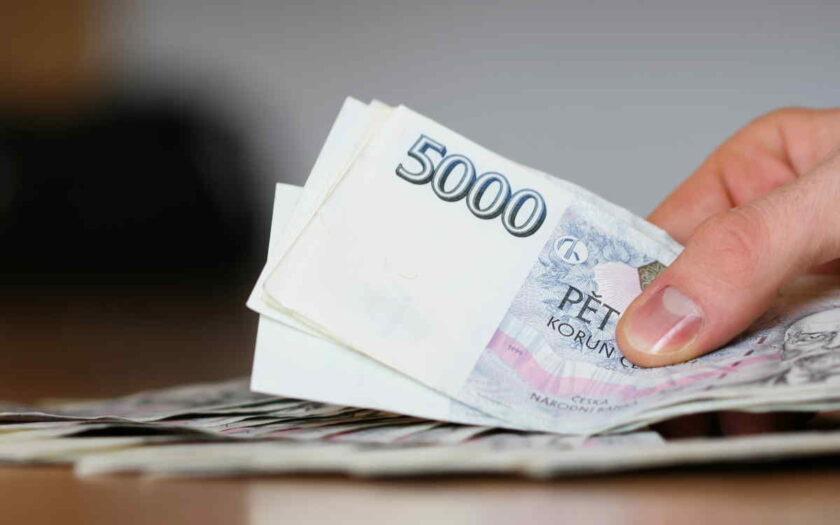 Tato půjčka vám nabízí až 16 000 Kč, které můžete mít ještě dnes (často už do hodiny) na účtu v bance. První půjčka pro nové klienty je zcela zdarma – bez poplatků, bez úroků a bez navýšení. Při opakované půjčce můžete dostat až 30 000 Kč.